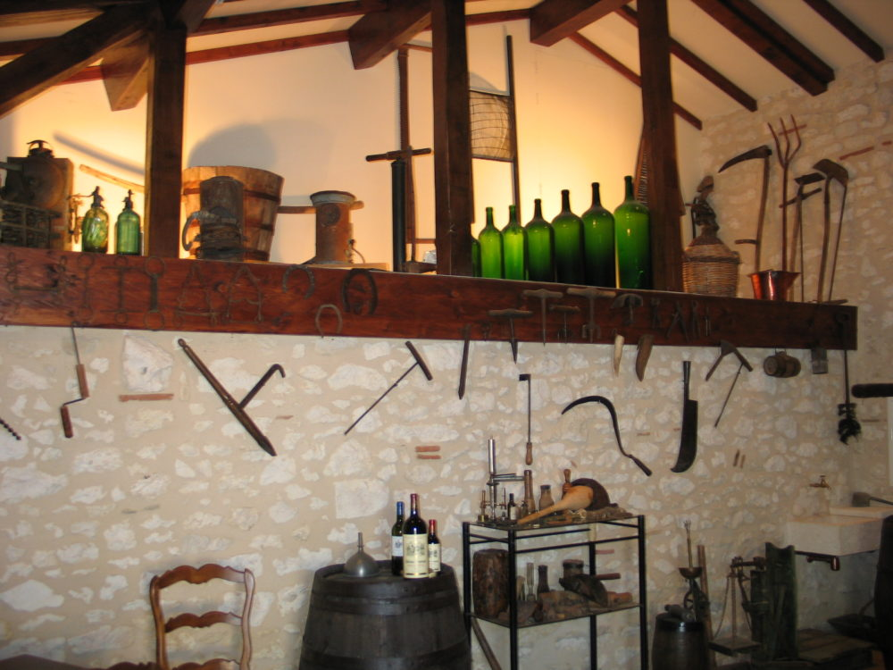 Old instruments of work of the vine and the wine